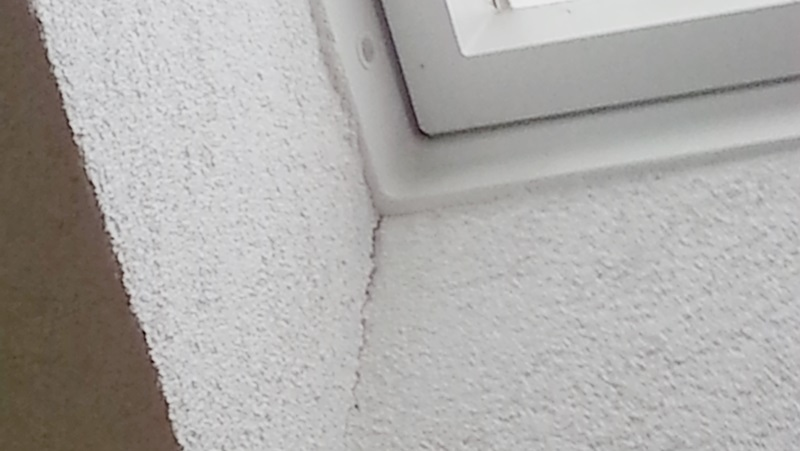 Risse im Haus oder Boden